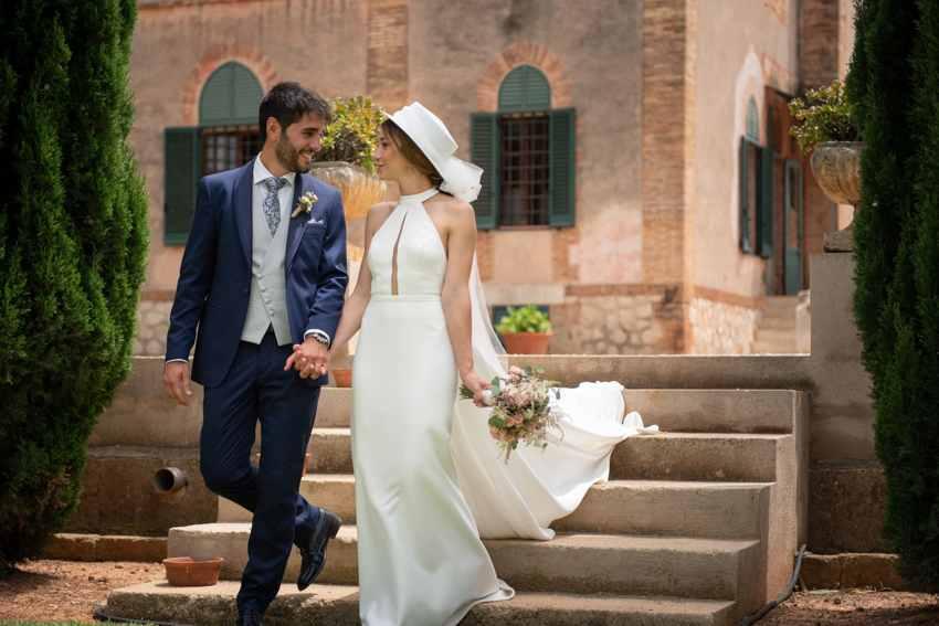 Vestido de novia hecho a medida con sombrero
